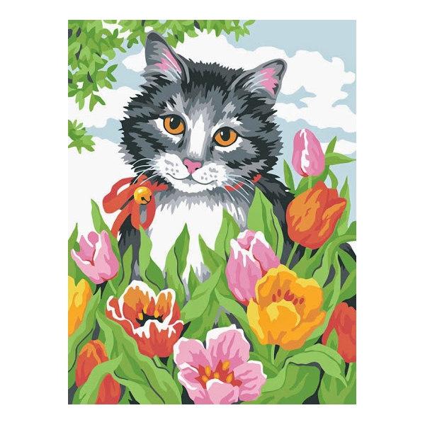Котенок в тюльпанах